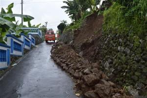 Prigi longsor_Tawangmangu_01012016 (5)